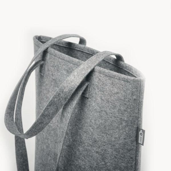 bolsa-fieltro-plastico-reciclado-gris-detalle