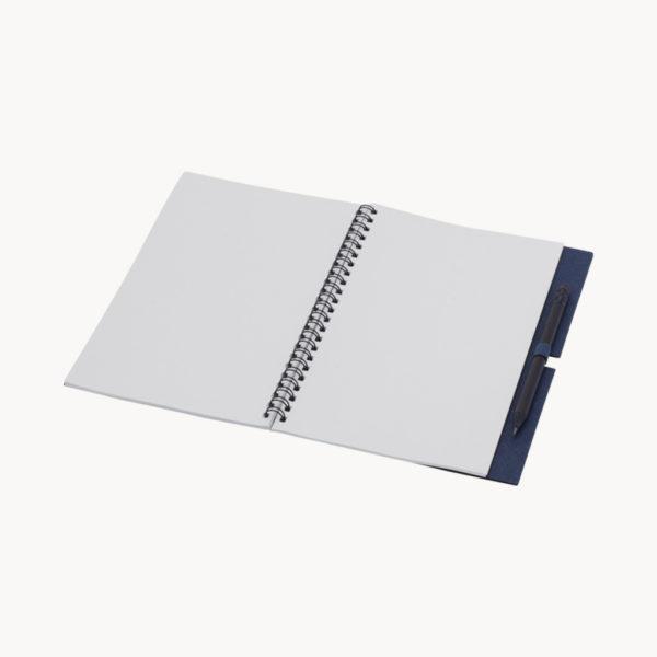 cuaderno-papel-reciclado-lapiz-negro-azul-marino-abierto
