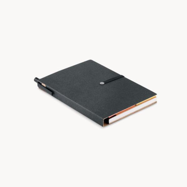 cuaderno-reciclado-notas-adhesivas-boligrafo-carton-negro