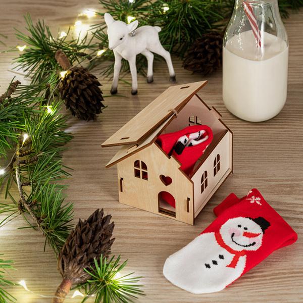 casa-decorativa-madera-caja-regalo-colgador-detalle