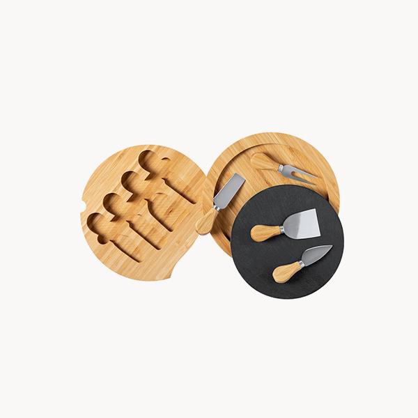 set-piezas-tabla-madera-pizarra-quesos-aperitivos